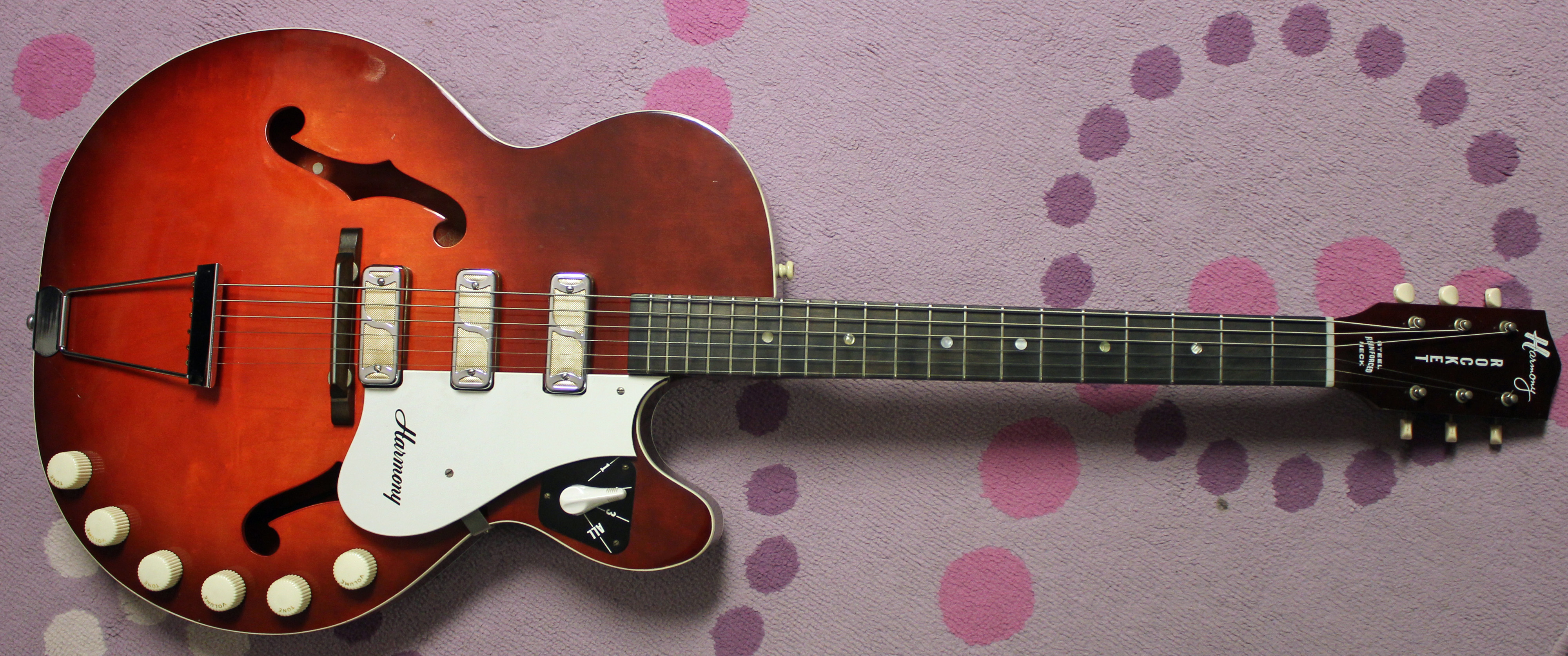 A Perfectly Good Guitar 1963 Harmony Rocket H59 Drowning In Guitars 1967 Gibson Sg Wiring Harness Sort Of Buried On Page 6 The 1960 Catalog Sat New Line Thin Cutaway That I Just Love Series Had