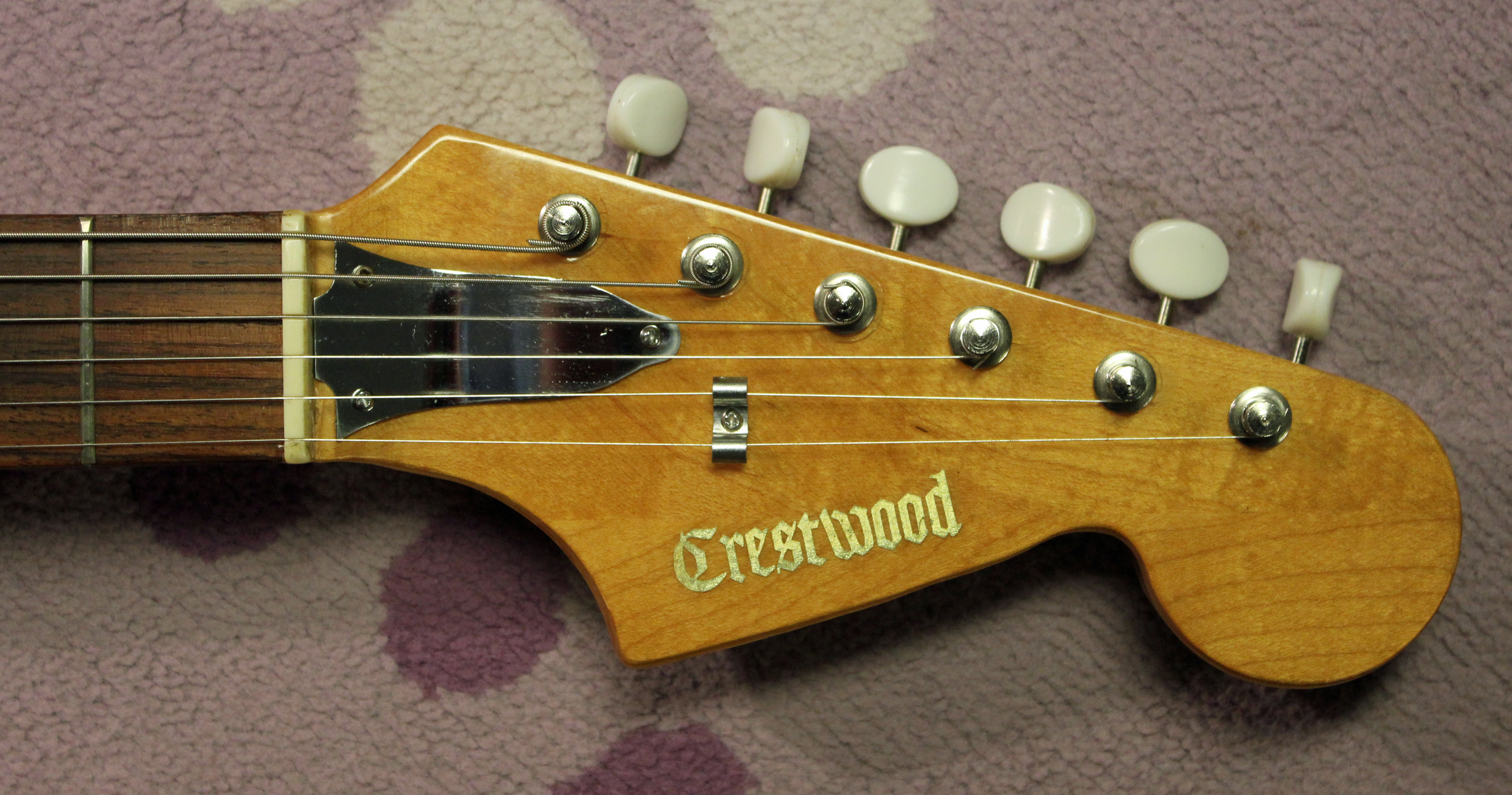 That Crestwood name was used by La Playa Distributing and there were many Crestwood  guitars to be found during the 60s. Heck, even today there are Crestwood ...